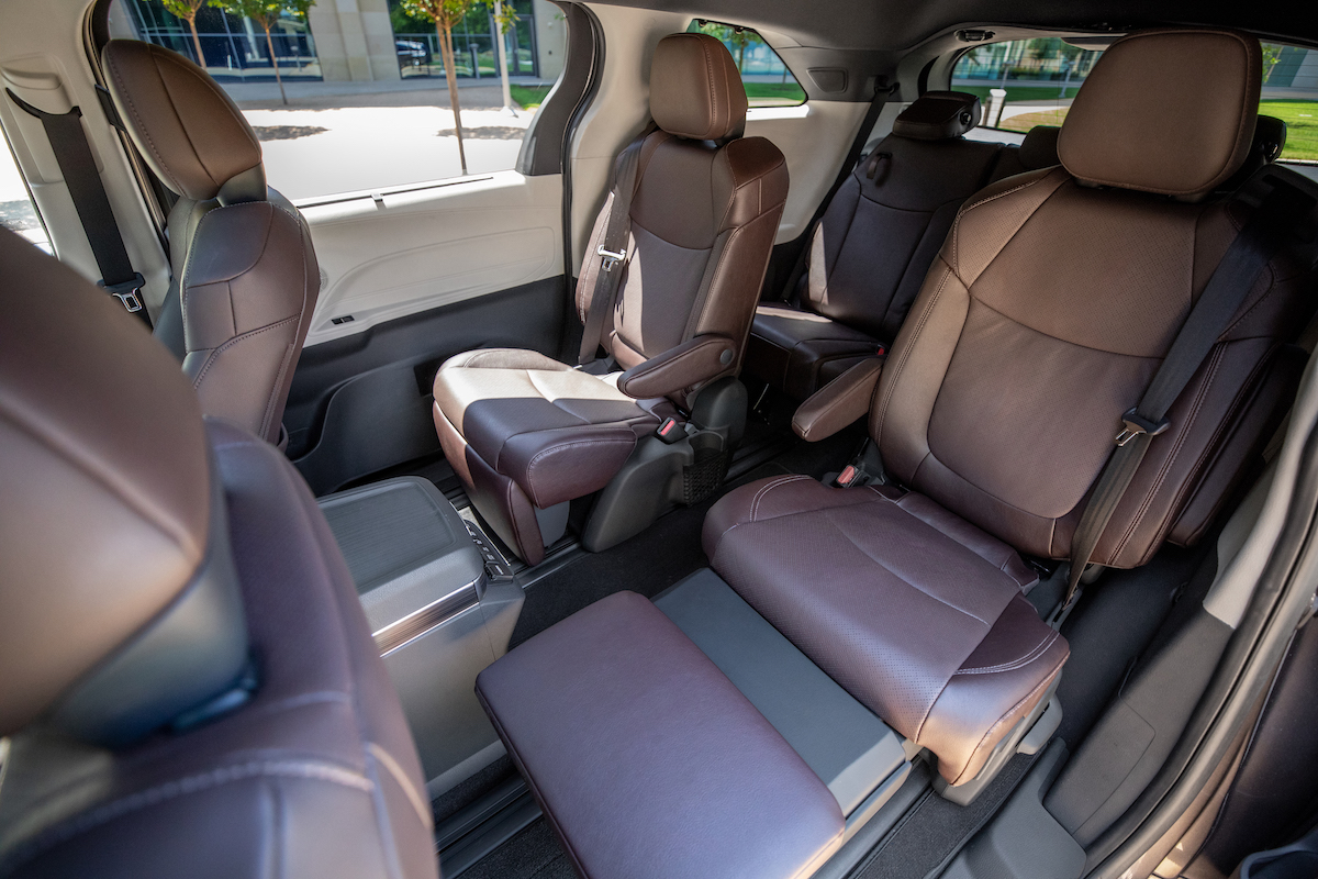Toyota_2021_Sienna_Platinum_016.jpg