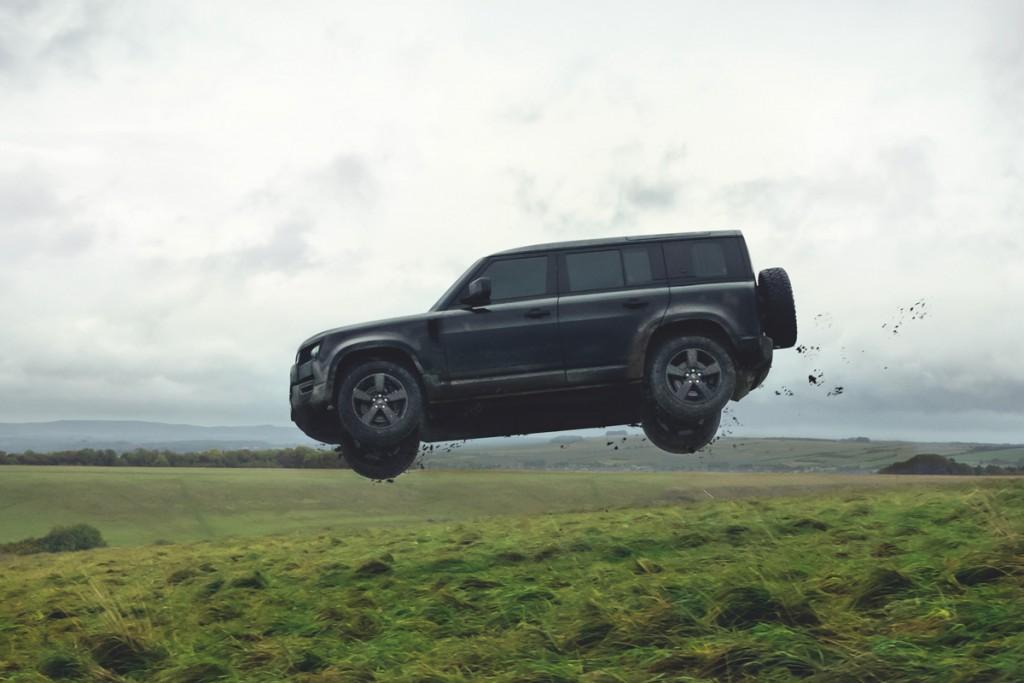 007-land-rover-defender