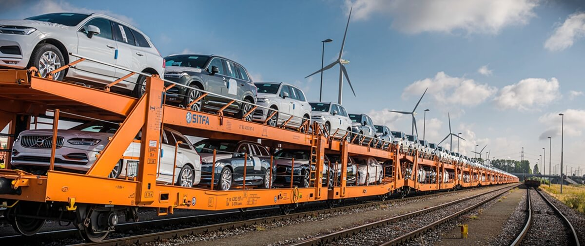 264066_Trucks-to-trains_swap_significantly_cuts_emissions_in_Volvo_Cars_logistics.jpg