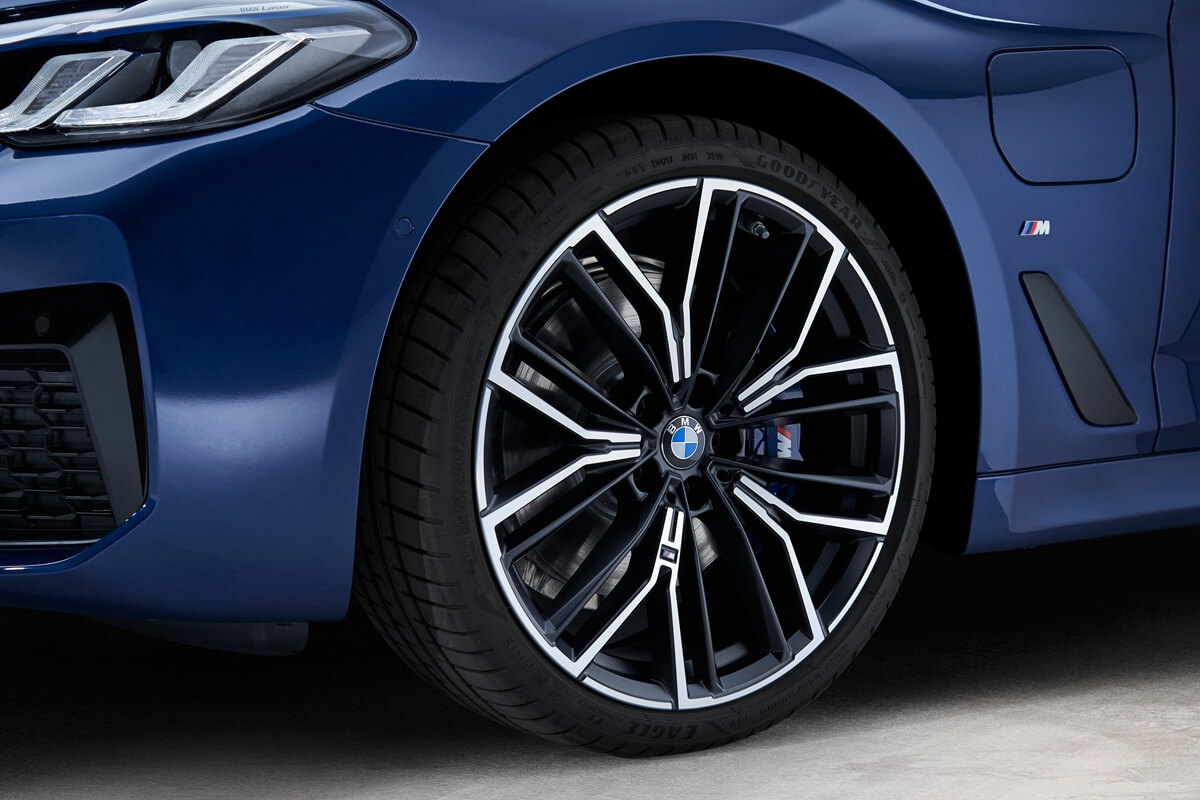 P90389036_highRes_the-new-bmw-530e-xdr.jpg