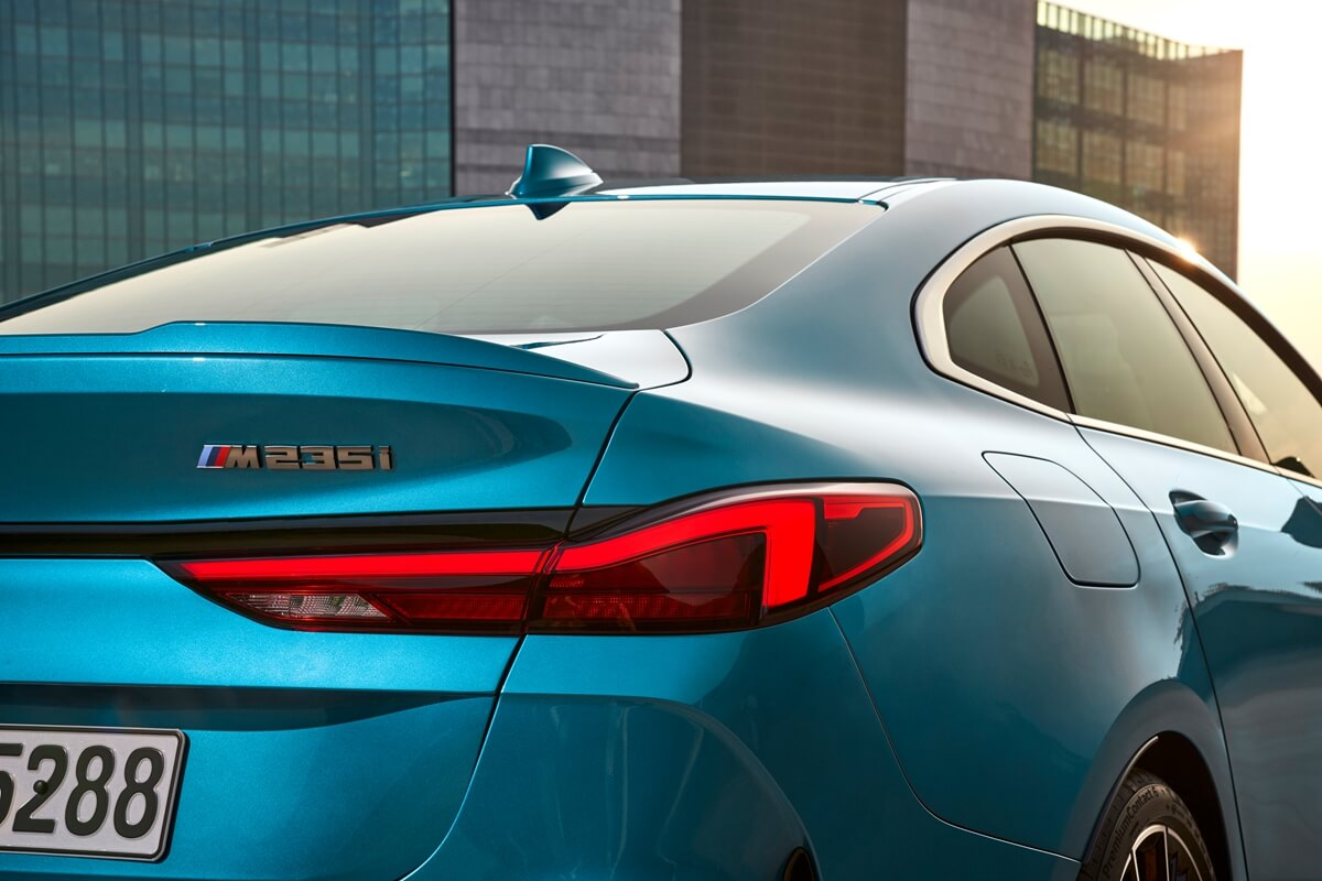 P90370507_highRes_the-all-new-bmw-2-se.jpg