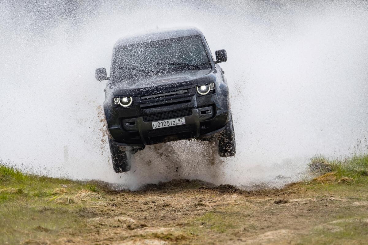 Land-Rover-Defender.jpg