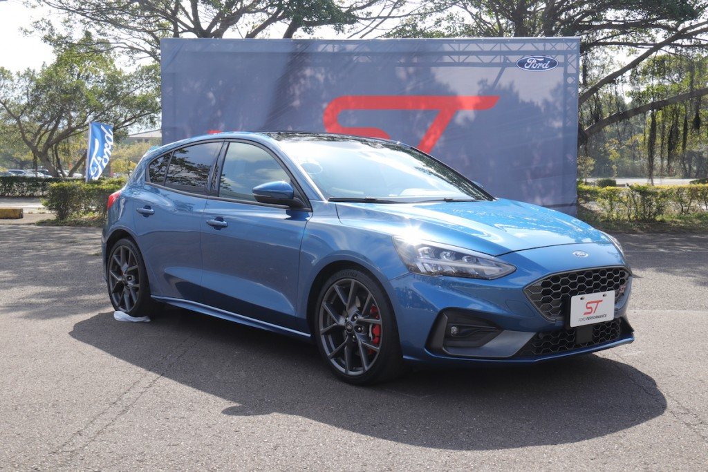 136-8-ford-focus-st