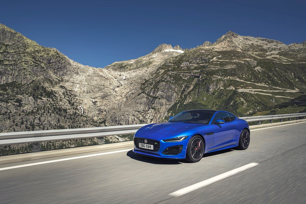 Jag_F-TYPE_R_21MY_Velocity_Blue_Reveal_Switzerland_02.12.19_05.jpg