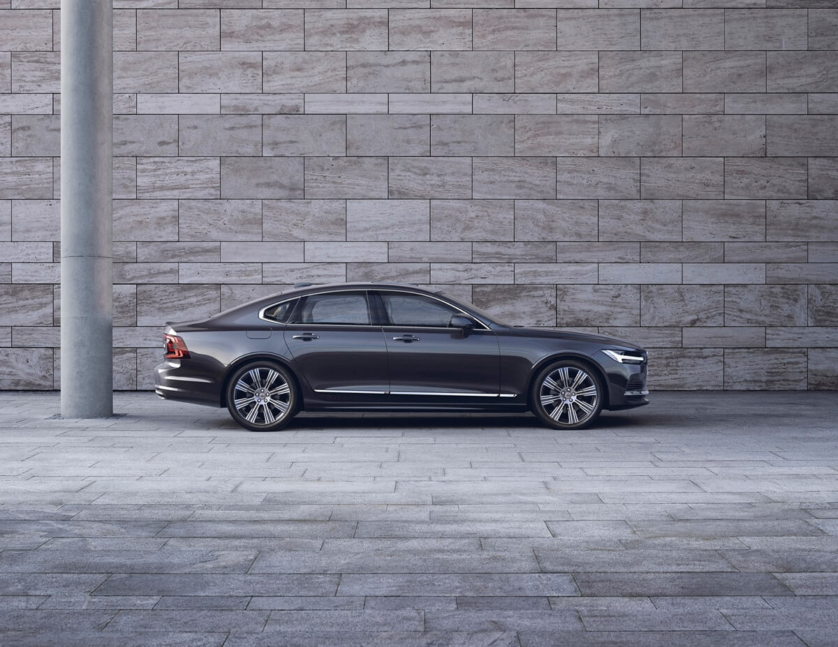 262603_The_refreshed_Volvo_S90_Recharge_T8_plug-in_hybrid_in_Platinum_Grey.jpg