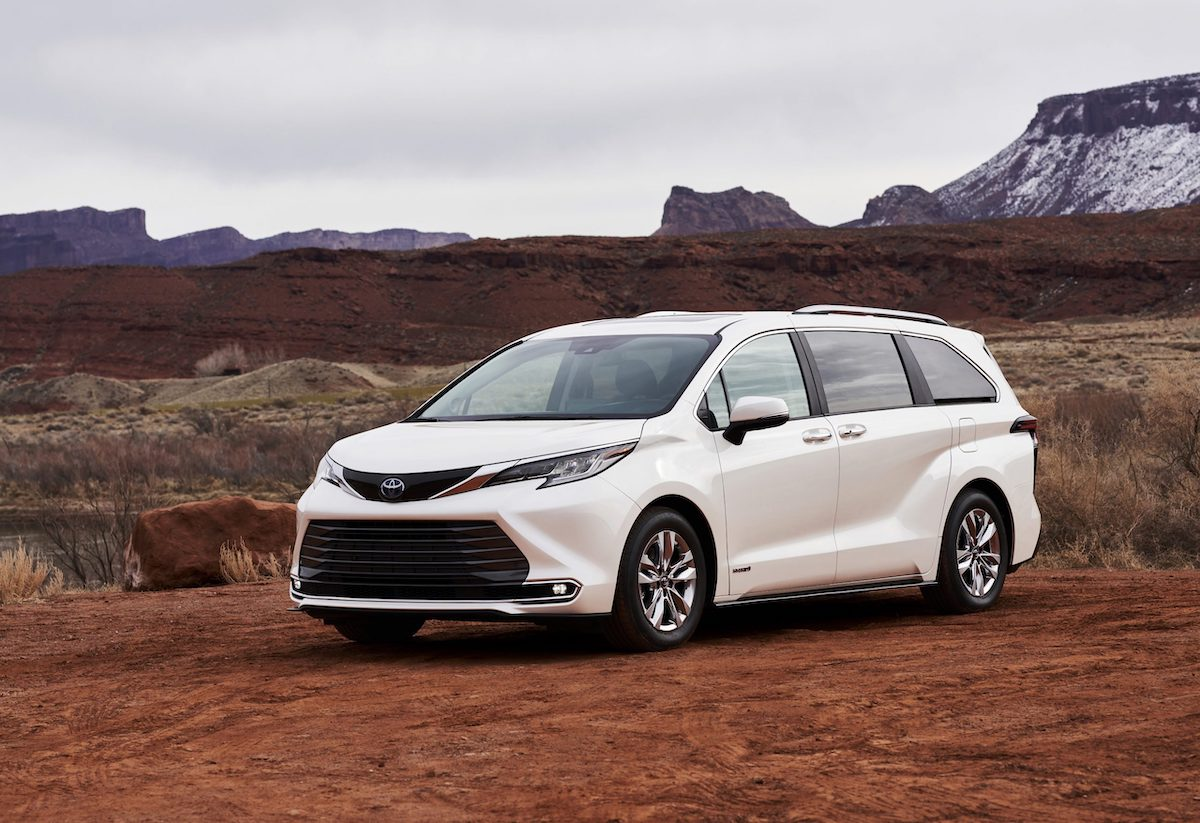2021_Toyota_Sienna_Limited_01-scaled.jpg
