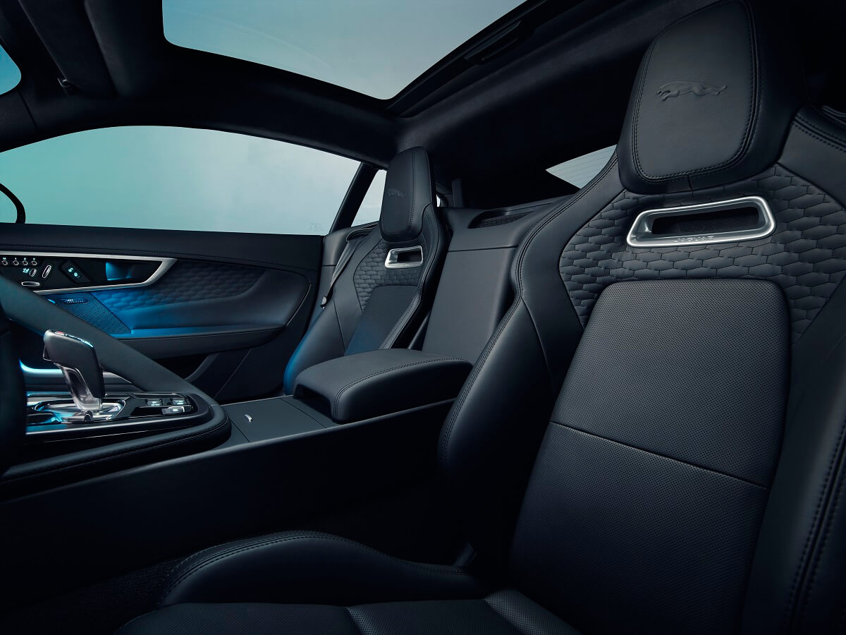 Jag_F-TYPE_21MY_Image_Studio_Interior_Ebony_02.12.19_012.jpg