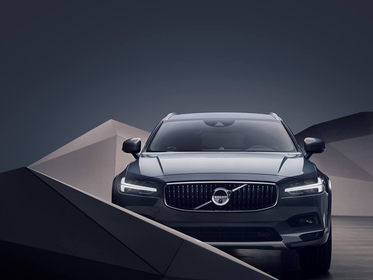 262868_Studio_images_-_The_refreshed_Volvo_V90_B6_AWD_Cross_Country_in_Thunder.jpg