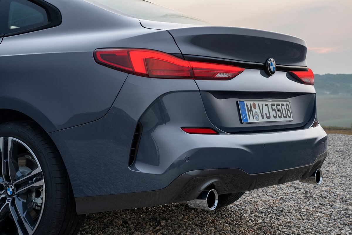 P90370553_highRes_the-all-new-bmw-2-se.jpg