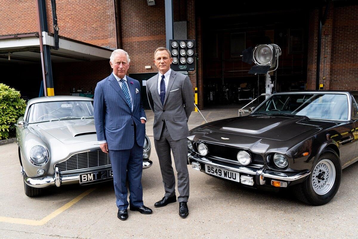 Aston_Martin_DB5_and_Aston_Martin_V8_01.jpg