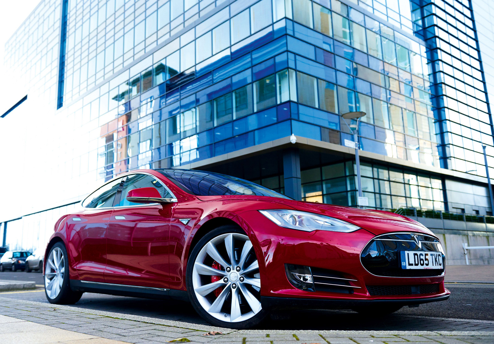 Tesla provides update on the Model S that burst into flames for no apparent reason