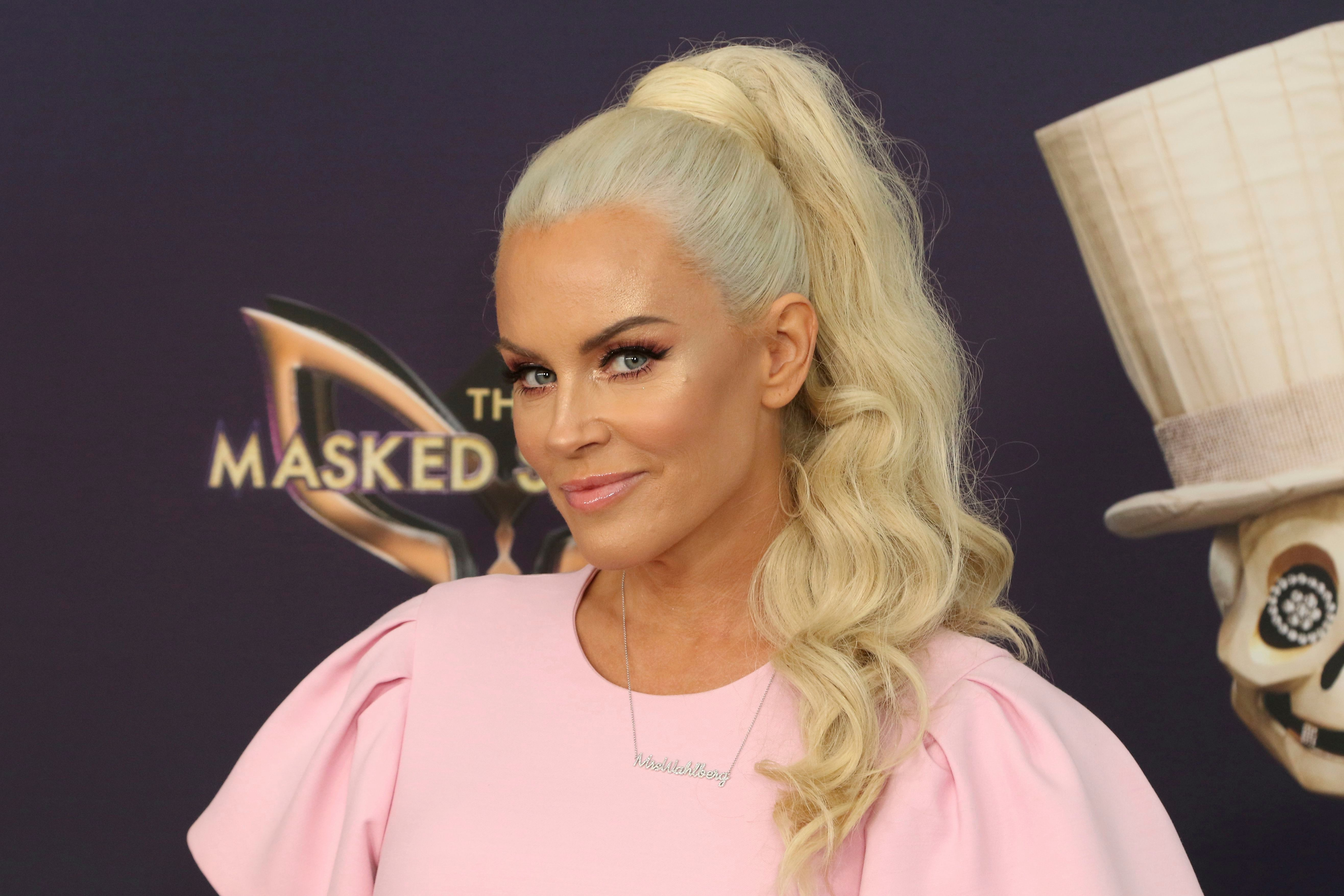 Emmys: Jenny McCarthy, Shannon Sharpe, Kelly Osbourne to Host Fox's Pre-Shows