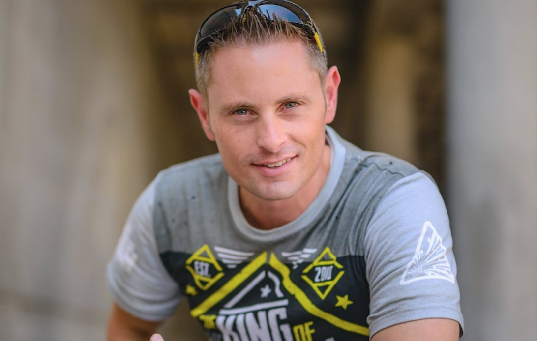 YouTube 'King of Random' Star Dies in Paragliding Accident