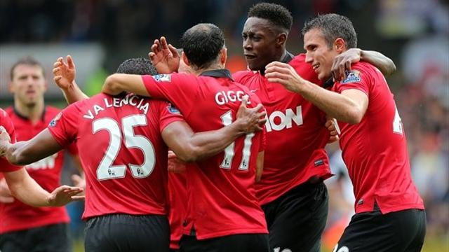 Premier League - Van Persie and Welbeck give United opening win