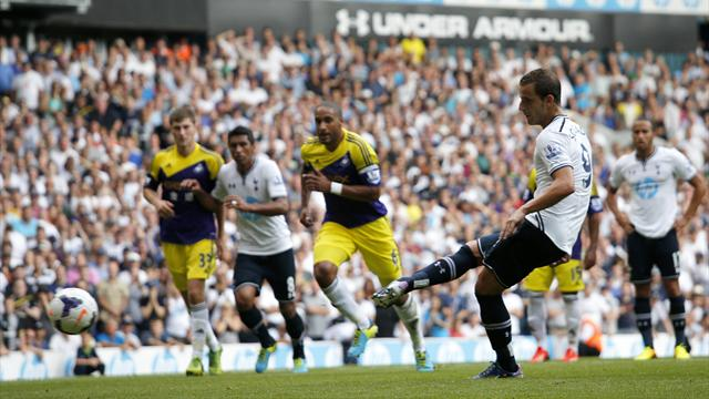 Premier League - Another Soldado spot kick earns Tottenham win