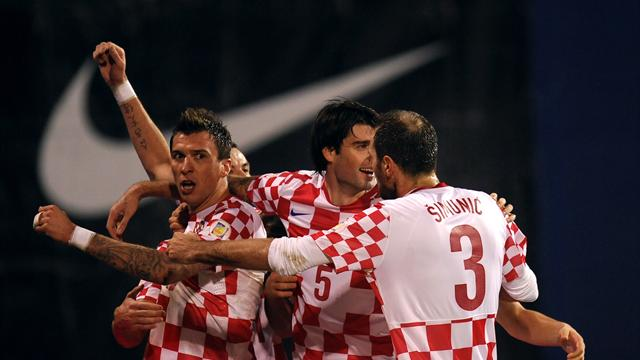 World Cup - Mandzukic and Srna send 10-man Croatia into finals