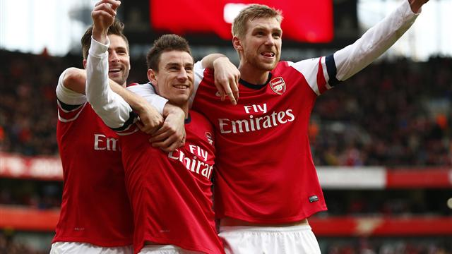 Premier League - Arsenal put four past dreadful Sunderland