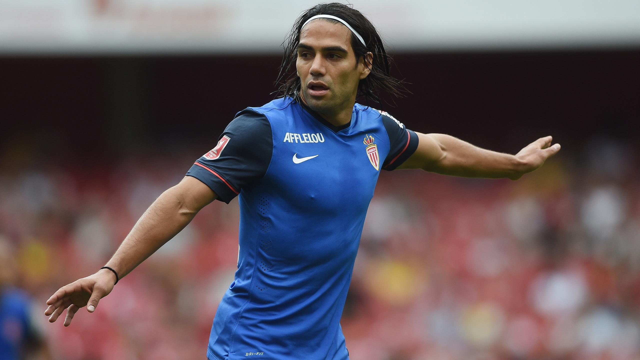 Friendly match - Falcao scores as refereeing blunder hands Monaco victory over Arsenal