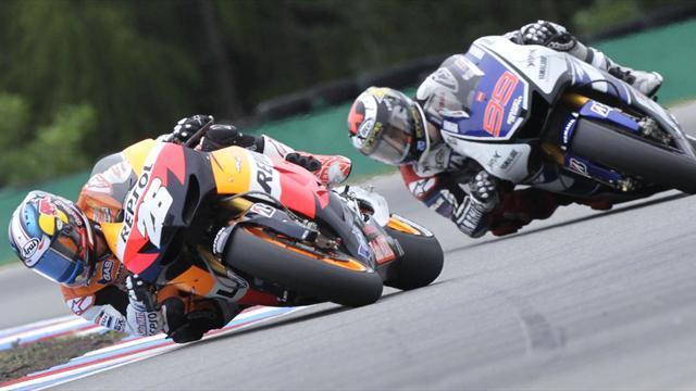 Moto - Lorenzo quickest in first practice