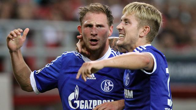 Huntelaar seals Schalke win