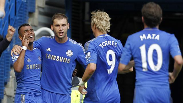 Late Cole winner keeps Chelsea top of table