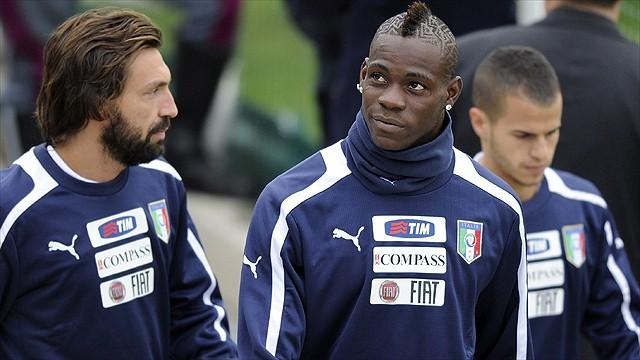 Premier League - Agent: Balotelli is staying with Man City
