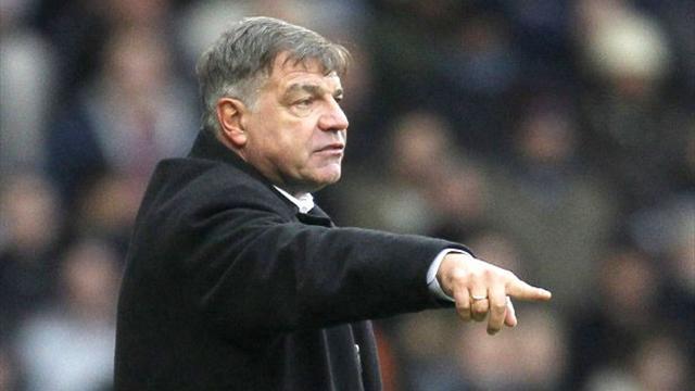 Premier League - West Ham hold off late Stoke surge