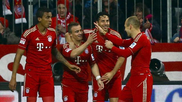 Bundesliga - Brilliant Bayern stick nine past hopeless Hamburg