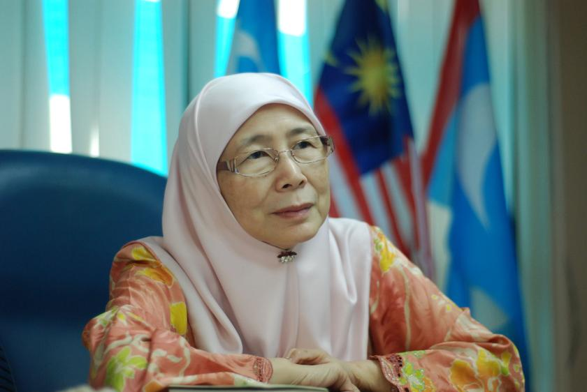 https://media.zenfs.com/en_MY/News/Malay_Mail/DSC_4839_WanAzizah_3_1203.jpg