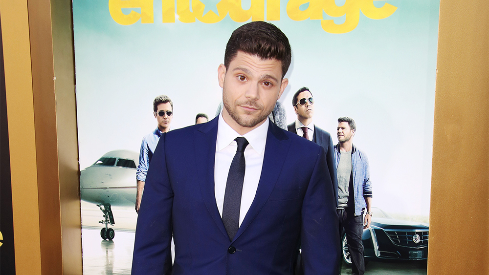 The 37-year old son of father (?) and mother(?), 170 cm tall Jerry Ferrara in 2017 photo