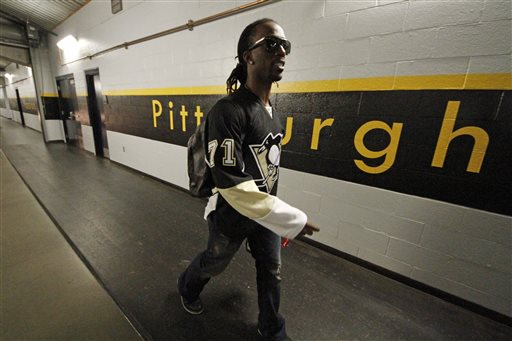 ae2912199 Pittsburgh Pirates  Andrew McCutchen walks to the team bus for the trip to  Milwaukee wearing