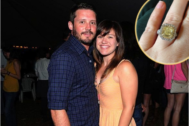 Brandon Blackstock, Kelly Clarkson; inset: Kelly's ring as seen on Twitter -- Getty Images