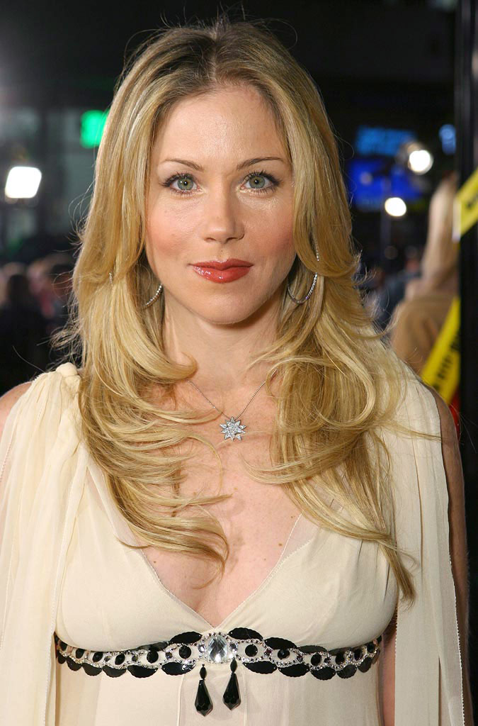 The 45-year old daughter of father Robert Applegate and mother Nancy Priddy, 165 cm tall Christina Applegate in 2017 photo