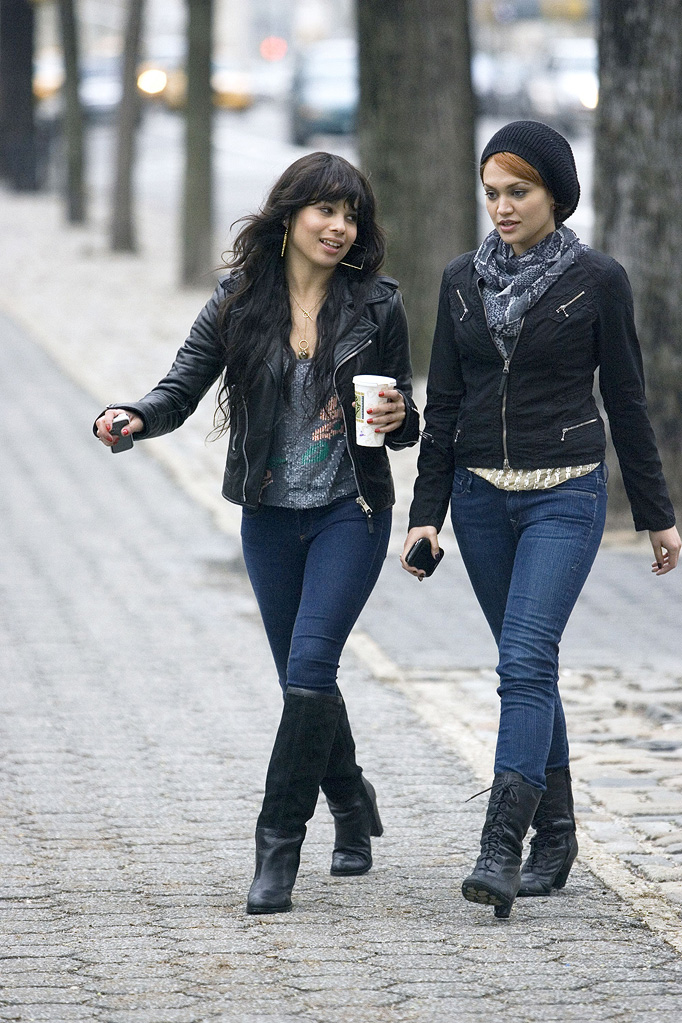 On the Set Gallery 2009 Zoe Kravitz Chanel Farrell