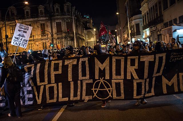 Manifestantes del Bloque Negro en Brasil