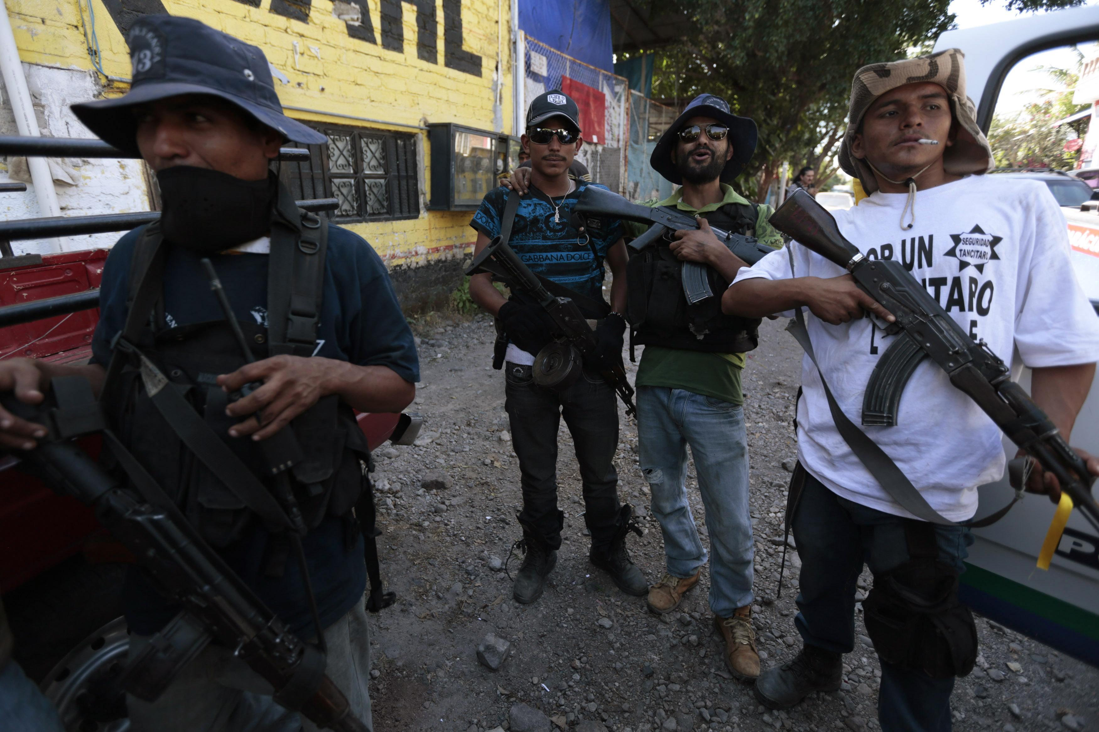 Mexico legalizes vigilantes, nabs cartel leader