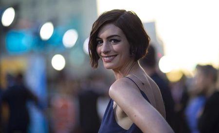 "Anne Hathaway fala sobre novo filme ""Song One"" e desafio de ser produtora"