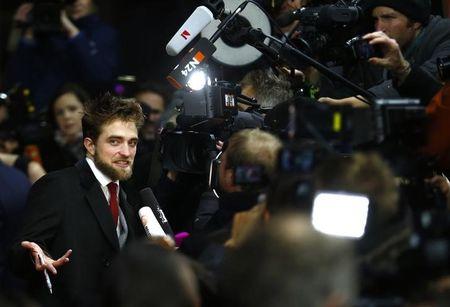 """ENTREVISTA-Robert Pattinson fala sobre fama, fãs e """"Cinquenta Tons"""""""