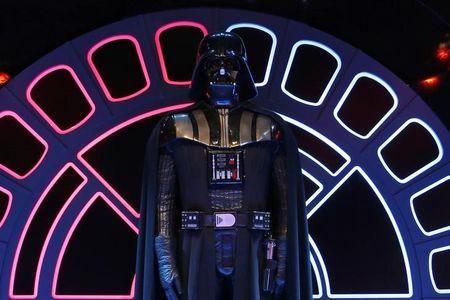 Darth Vader ganha maquiagem dourada no Japão