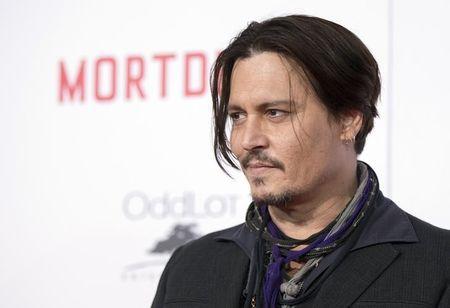 Cães de Johnny Depp são levados de volta aos EUA para não serem sacrificados na Austrália
