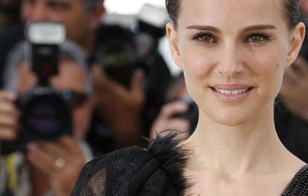 Natalie Portman diz que estrear na direção em Cannes foi desafiador