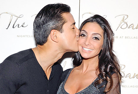 "Mario Lopez Wedding: Fiancee Courtney Mazza Is ""No Bridezilla"""