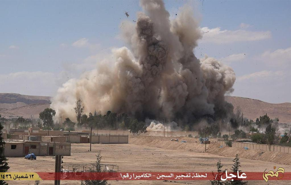 IS destroys infamous Syria prison as regime bombing kills scores