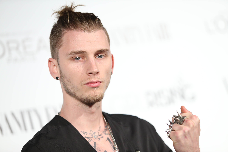 bf24c728161 Eminem Releases Machine Gun Kelly Diss