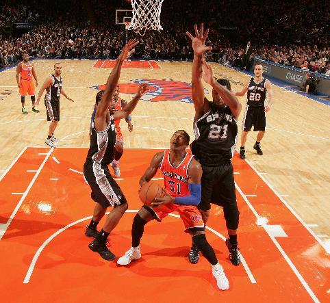Spurs crush Knicks 120-89, win 4th straight