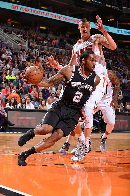 Leonard, Spurs end long trip with 101-74 rout of Suns