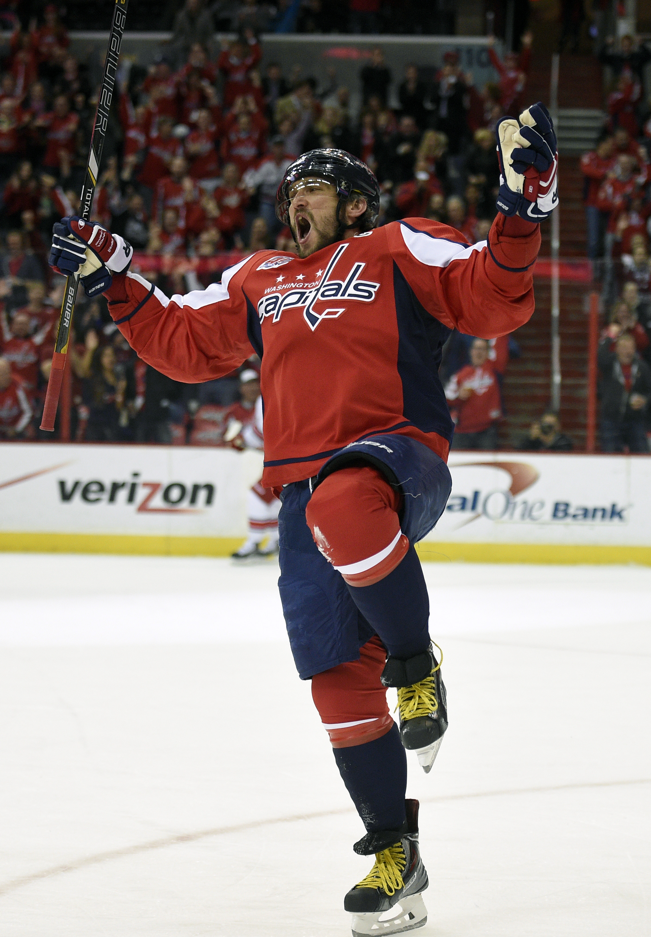 Still scoring after all these years, Ovechkin gets 50th goal