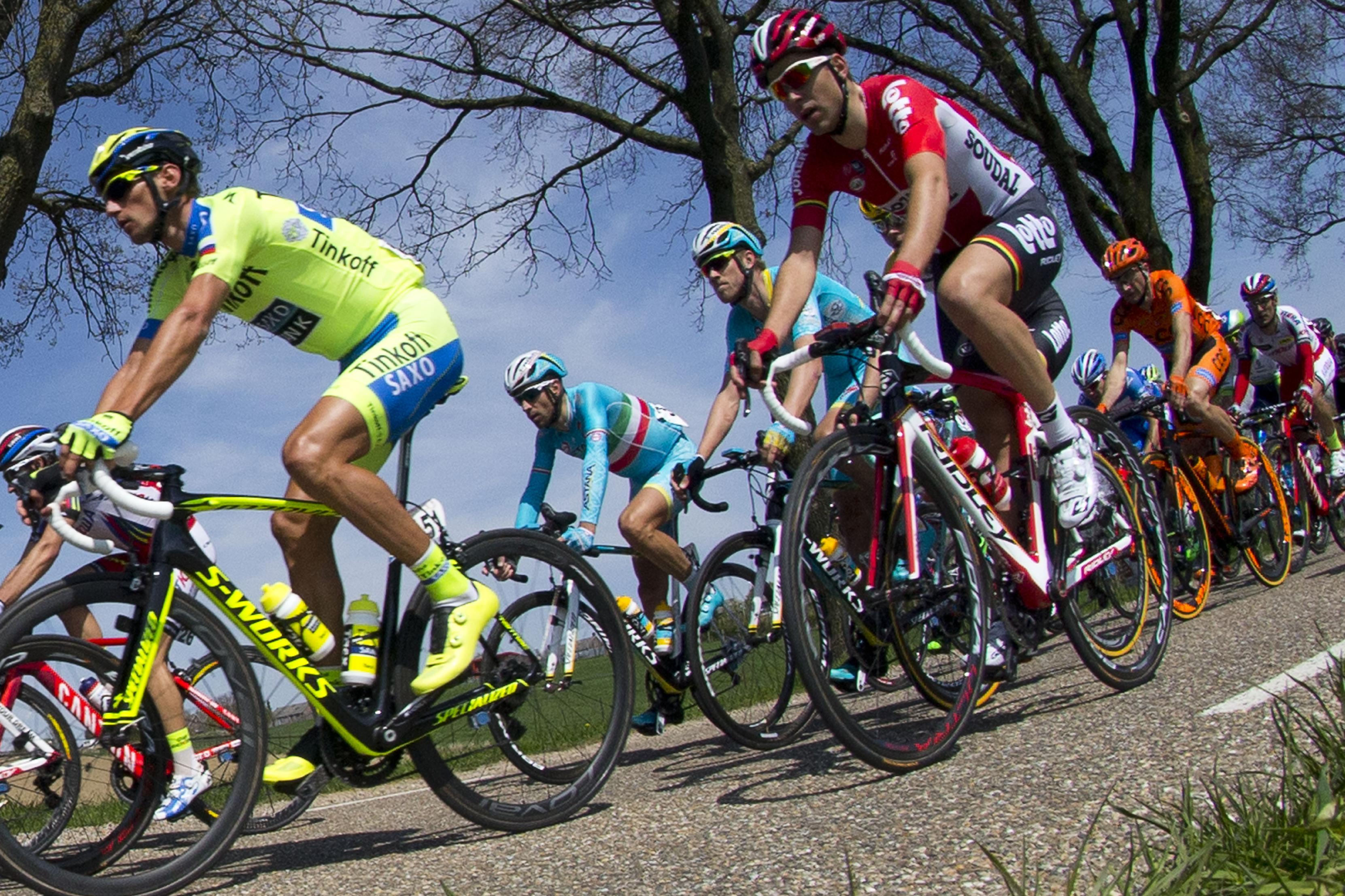 Astana cycling team keeps top-tier status after doping cases