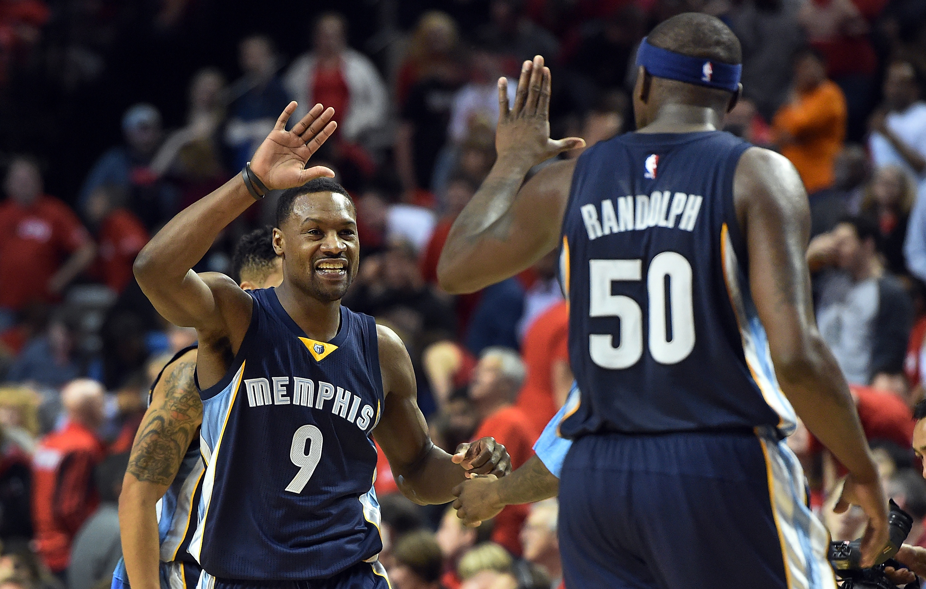 Grizzlies hold off a late Trail Blazers rally to go up 3-0
