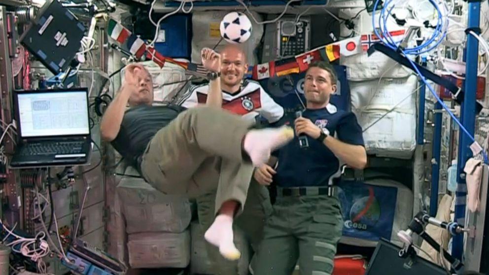 Resultado de imagen para astronauts play soccer